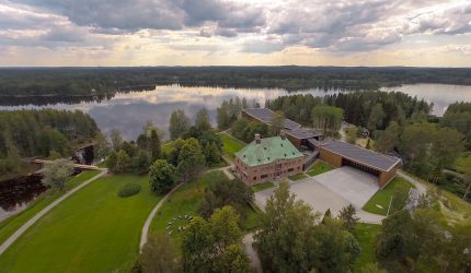 Serlachius Museum Gösta is located amid Finnish lakeside and forest nature.