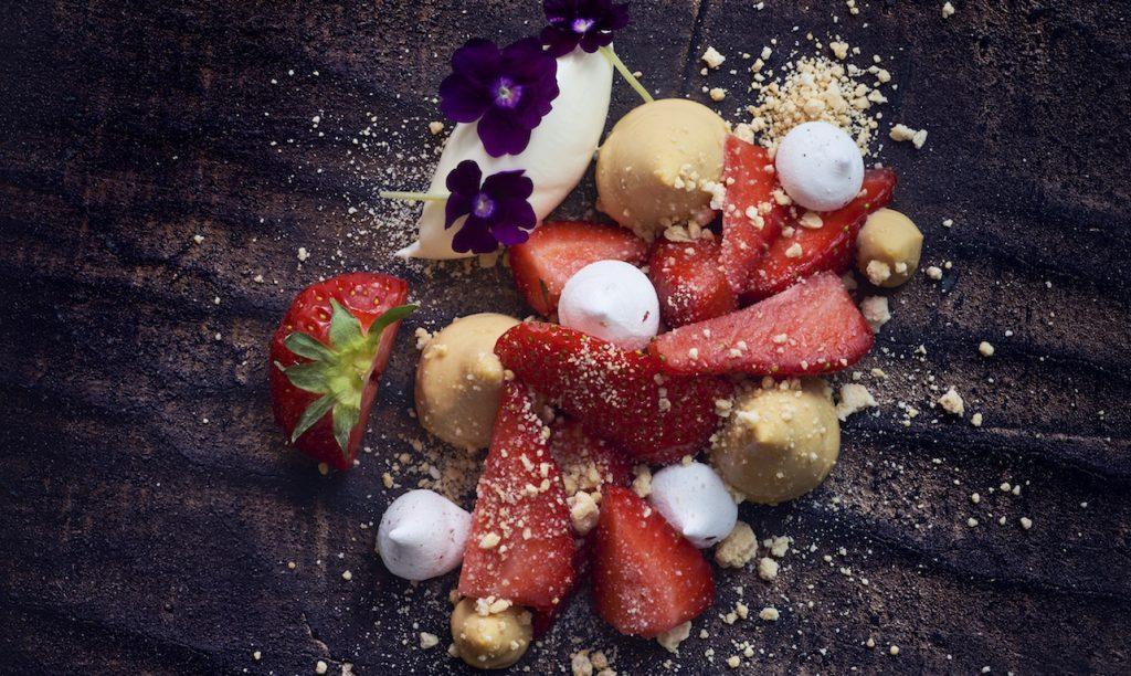Restaurant Gösta offers culinary pleasures. Restaurang Gösta server okonstlad mat.