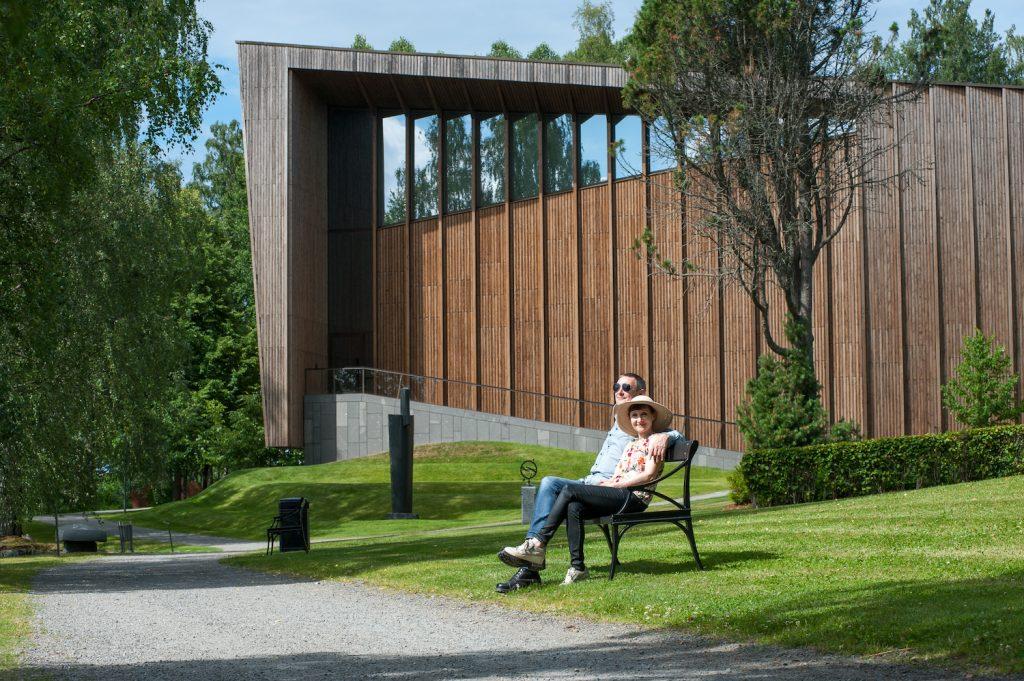 Pariskunta Serlachius-museo Göstan puistossa