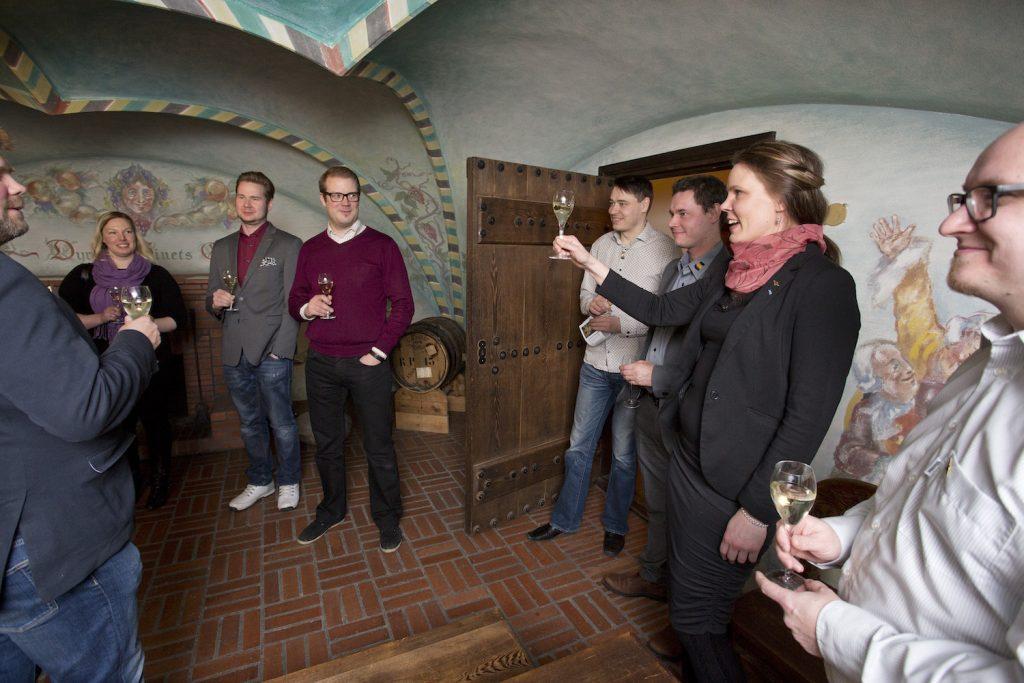 Tilattu yrityksen kokous Serlachius museo Göstan viinikellarissa