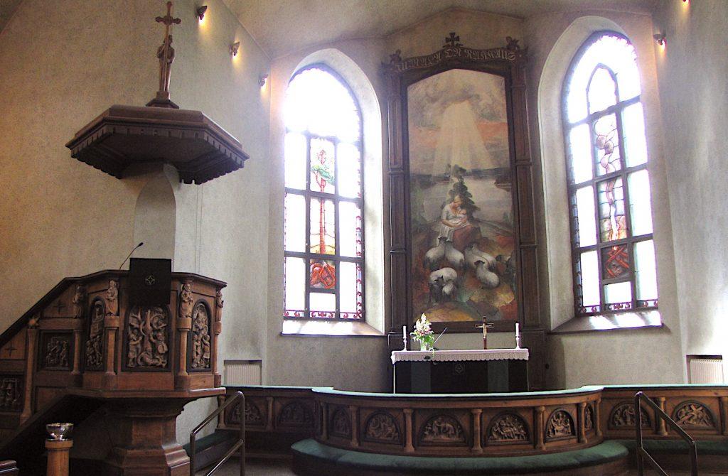 Die Stadtführungen der Serlachius Museet beinhalten such eine Führung in die Kirche von Mänttä.