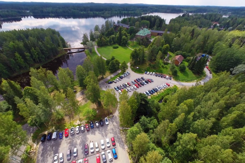 Located in Tampere region by the beautiful Lake Melasjärvi, Serlachius Museums offer an easy access also by car. One of the goos tips for your visit includes a charging station for electric cars.