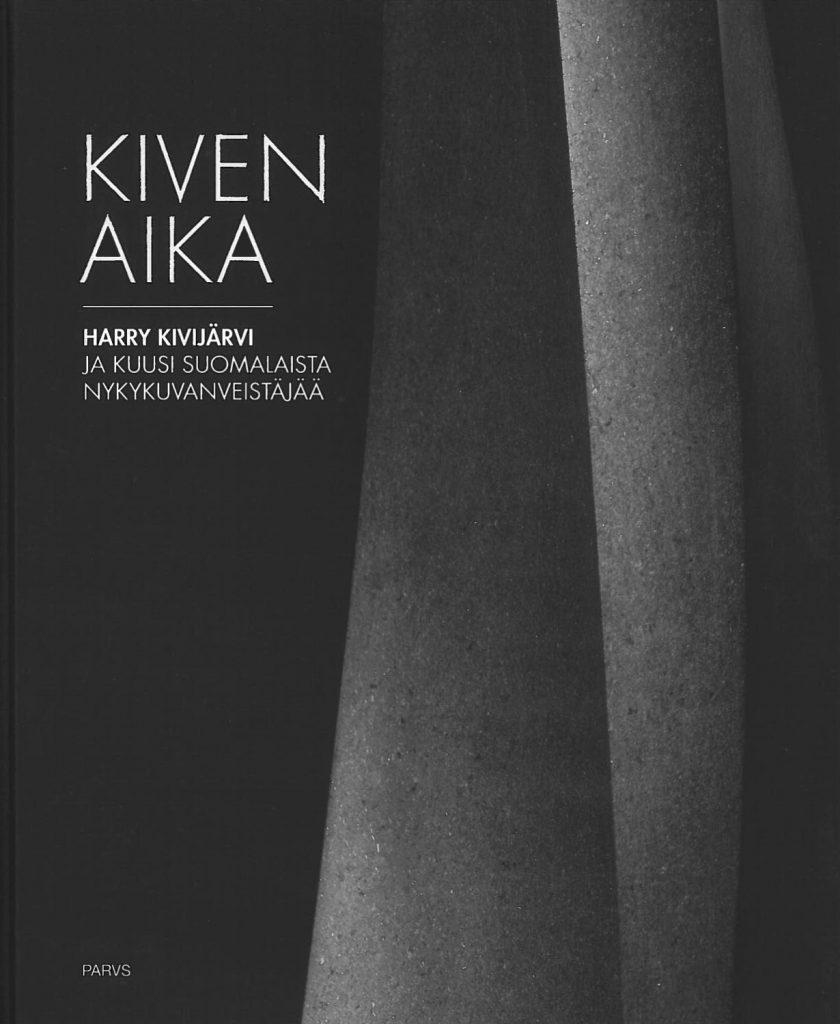 Serlachius museoiden julkaisun, Kiven aika, kansikuva. Teoksessa Harry Kivijärvi ja kuusi suomalaista nykykuvanveistäjää.