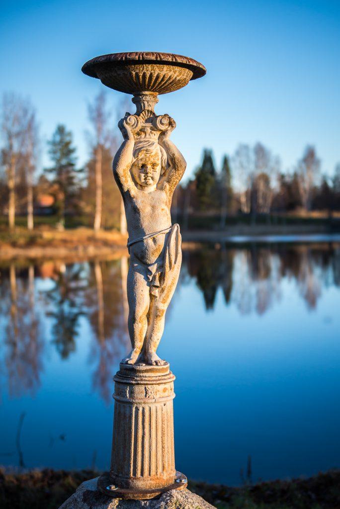 Mäntän linnan suihkukaivon veistos, Gösta Serlachiuksen taidesäätiö.