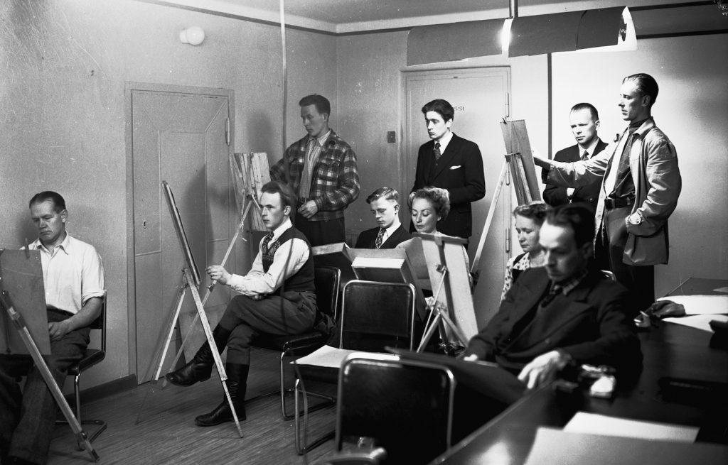 Kuva Mäntän taidekerhosta. Mäntän taidekerhon kokoontuminen 1951.