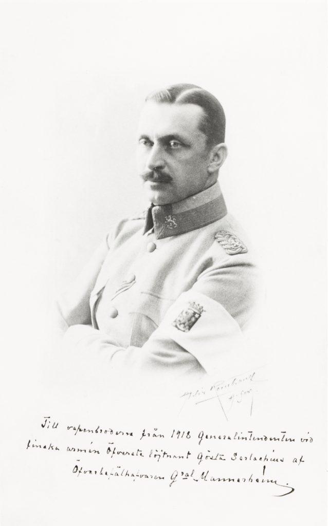 Marsalkka Mannerheimin kuva muistoalbumissa. Serlachius-museoiden kokoelmat.