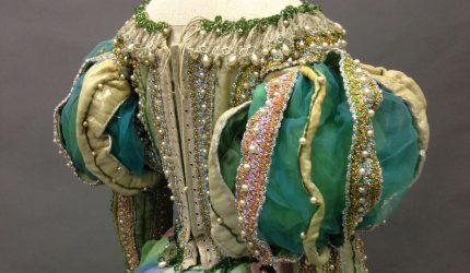 Elisabeth Taylor puku elokuva Kuinka äkäpussi kesytetään