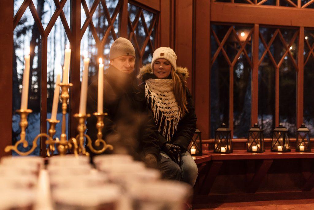 Kultainen huvimaja Serlachius-museo Göstan saaressa.