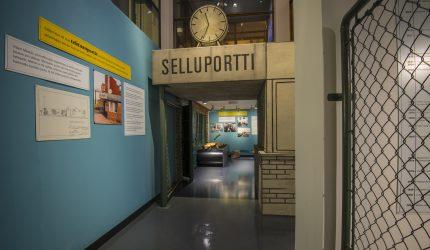 Yleiskuva Selluportin takana -näyttelystä. Kuva: Sampo Linkoneva.