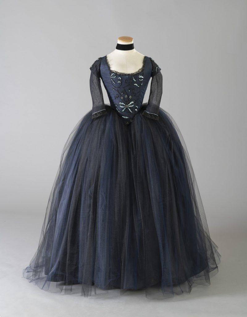 Kirsten Dunstin puku Sofia Coppolan ohjaamaan ja Milena Canoneron puvustamaan elokuvaan Marie Antoinette, 2006. Valokuva: Giorgio Benni. Courtesy: Tirelli Collection.