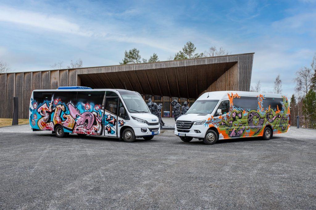 Graffititaiteilija EGS on maalannut Serlachius-busseihin nuoruutensa aiheita 1990-luvulta.