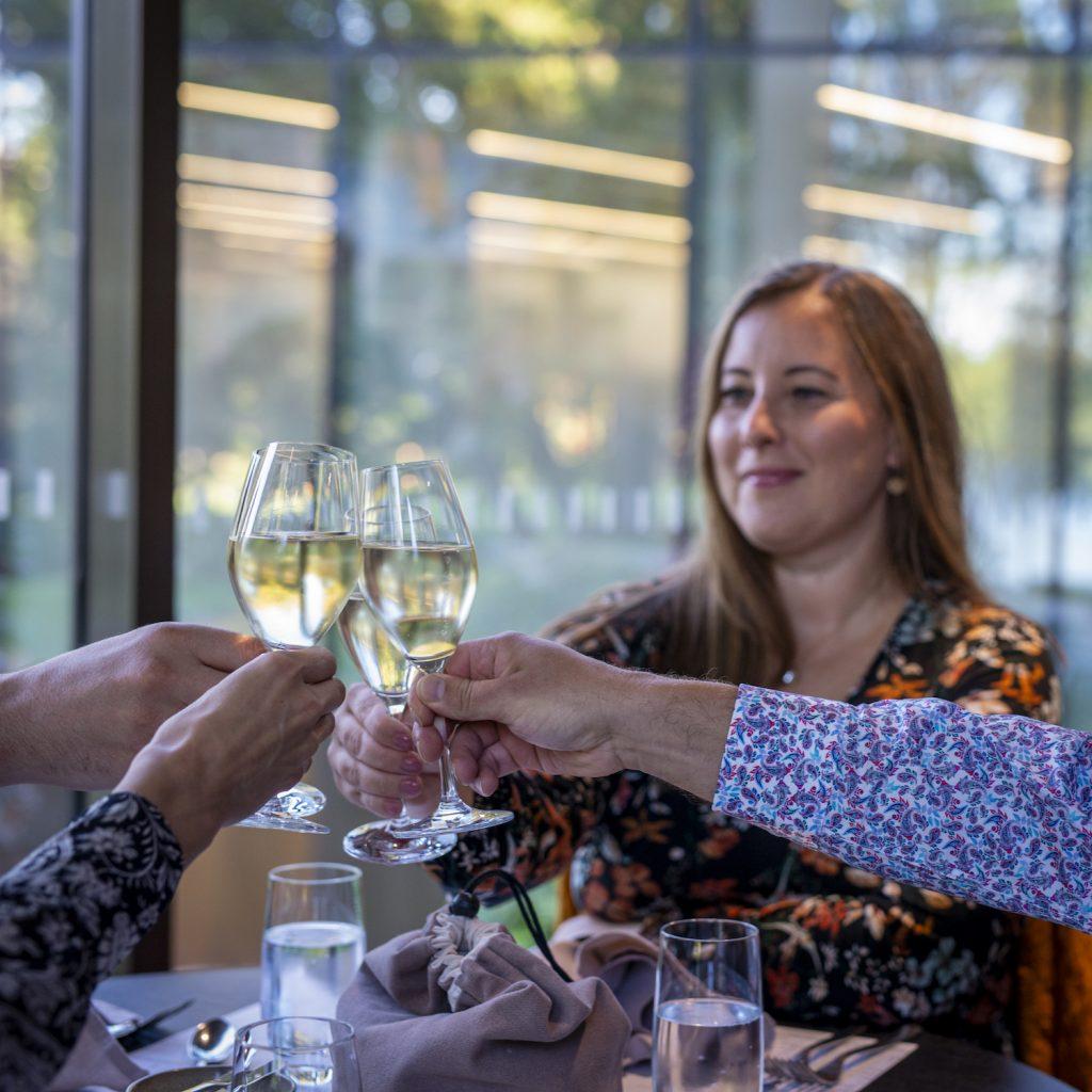 Nainen ravintola Göstassa